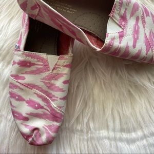 Classic Toms shoes - Pink Ikat
